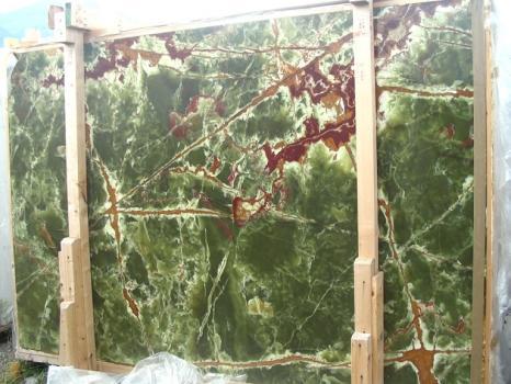 Suministro planchas pulidas 2 cm en ónix natural ONICE VERDE SCURO E_H352. Detalle imagen fotografías