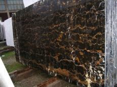 Suministro planchas pulidas 2 cm en mármol natural BLACK AND GOLD E-41106. Detalle imagen fotografías