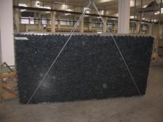 Suministro planchas pulidas 1.2 cm en labradorita natural BLUE PEARL GT C-16831. Detalle imagen fotografías