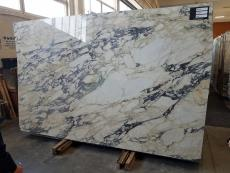 Suministro planchas pulidas 2 cm en mármol natural CALACATTA MONET Z0158. Detalle imagen fotografías