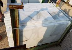 Suministro bandas ásperas 1 cm en mármol natural CALACATTA ORO EXTRA 12X24. Detalle imagen fotografías