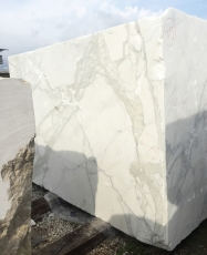 Suministro bloques ásperos 177 cm en mármol natural CALACATTA ORO EXTRA 2628. Detalle imagen fotografías