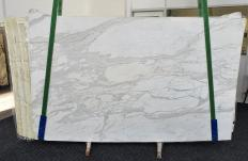 Suministro planchas pulidas 2 cm en mármol natural CALACATTA ORO 1286. Detalle imagen fotografías