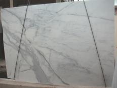 Suministro planchas pulidas 1.2 cm en mármol natural CALACATTA ORO E-O843. Detalle imagen fotografías