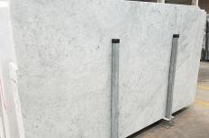 Suministro planchas pulidas 3 cm en mármol natural CARRARA 1693M. Detalle imagen fotografías