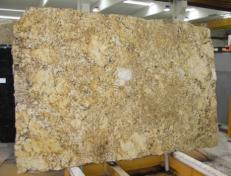 Suministro planchas pulidas 3 cm en granito natural GOLDEN PERSA CV16243. Detalle imagen fotografías
