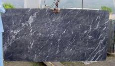 Suministro planchas pulidas 0.8 cm en mármol natural GRIGIO CARNICO SRC41125. Detalle imagen fotografías