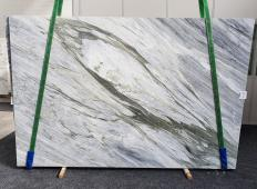 Suministro planchas pulidas 2 cm en mármol natural Manhattan Grey 1357. Detalle imagen fotografías