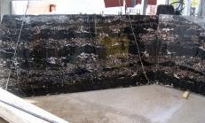 Suministro planchas pulidas 0.8 cm en mármol natural PORTORO E-B12034. Detalle imagen fotografías