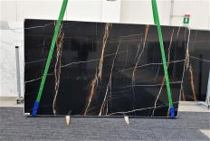 Suministro planchas pulidas 2 cm en mármol natural Sahara Noir 1318. Detalle imagen fotografías