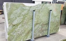 Suministro planchas pulidas 2 cm en mármol natural VERDE MING ZL0076. Detalle imagen fotografías