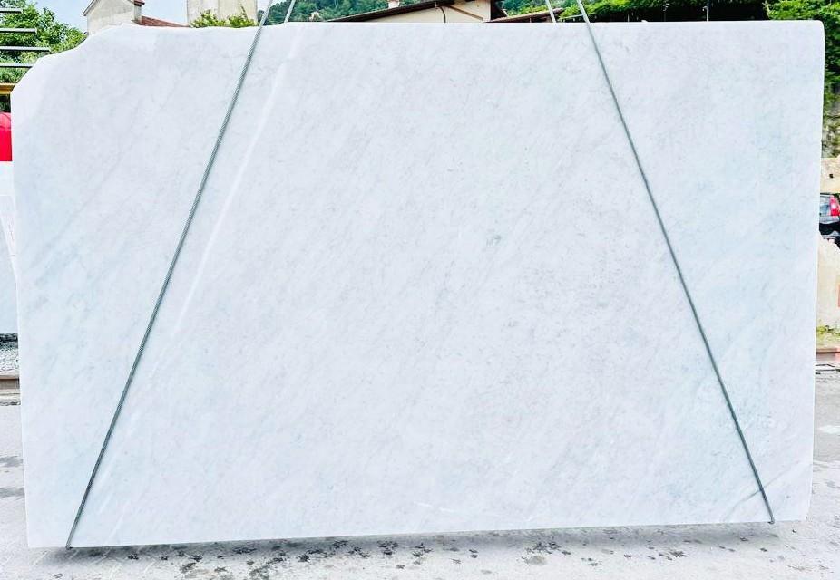 BIANCO CARRARA C Suministro Veneto (Italia) de planchas ásperas en mármol natural D210930 , Bnd01