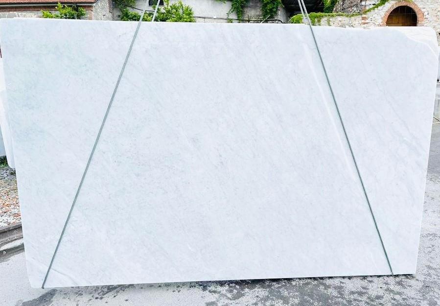 BIANCO CARRARA C Suministro Veneto (Italia) de planchas ásperas en mármol natural D210930 , Bnd02