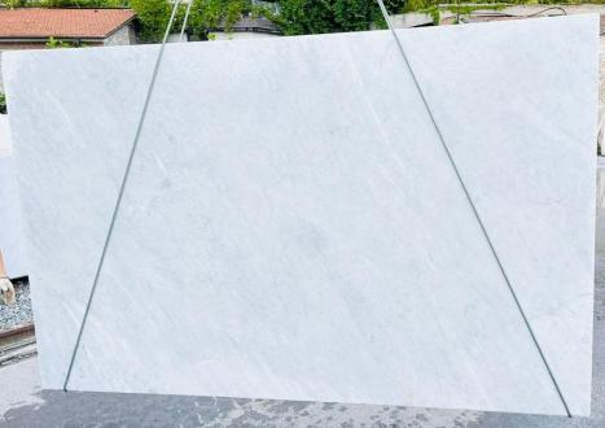 BIANCO CARRARA C Suministro Veneto (Italia) de planchas ásperas en mármol natural D210930 , Bnd05