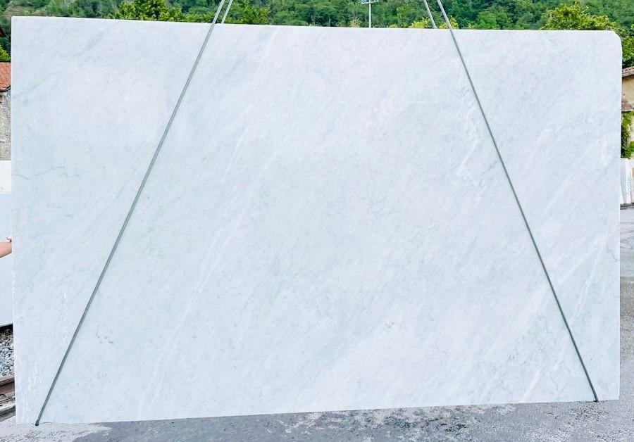 BIANCO CARRARA C Suministro Veneto (Italia) de planchas ásperas en mármol natural D210930 , Bnd06