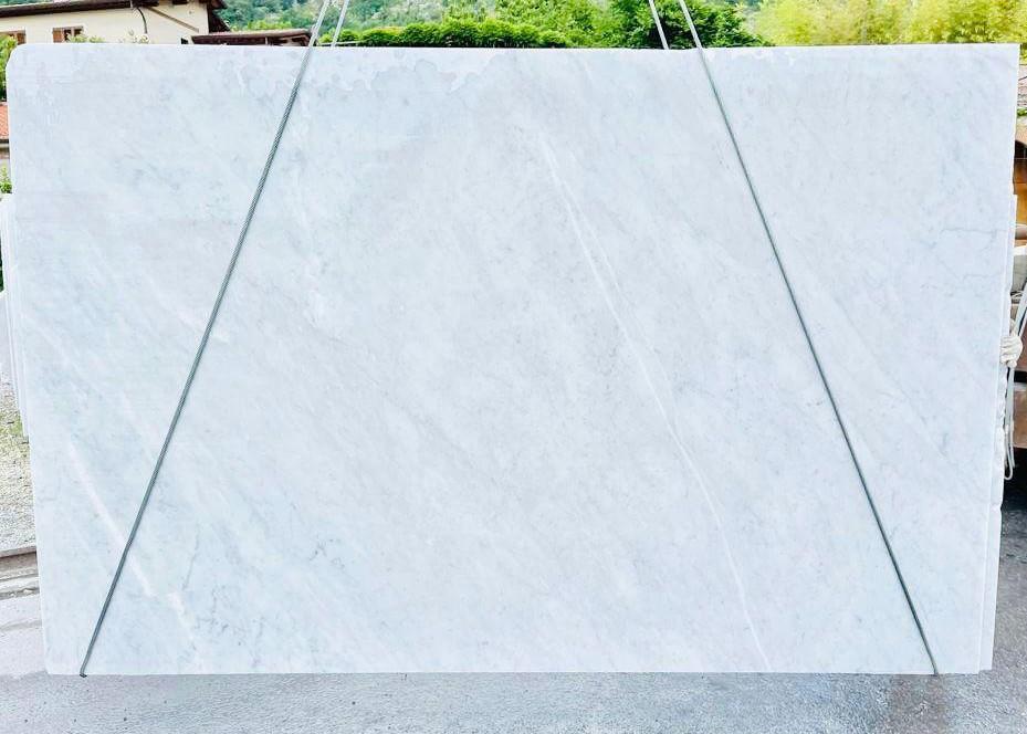 BIANCO CARRARA C Suministro Veneto (Italia) de planchas ásperas en mármol natural D210930 , Bnd07