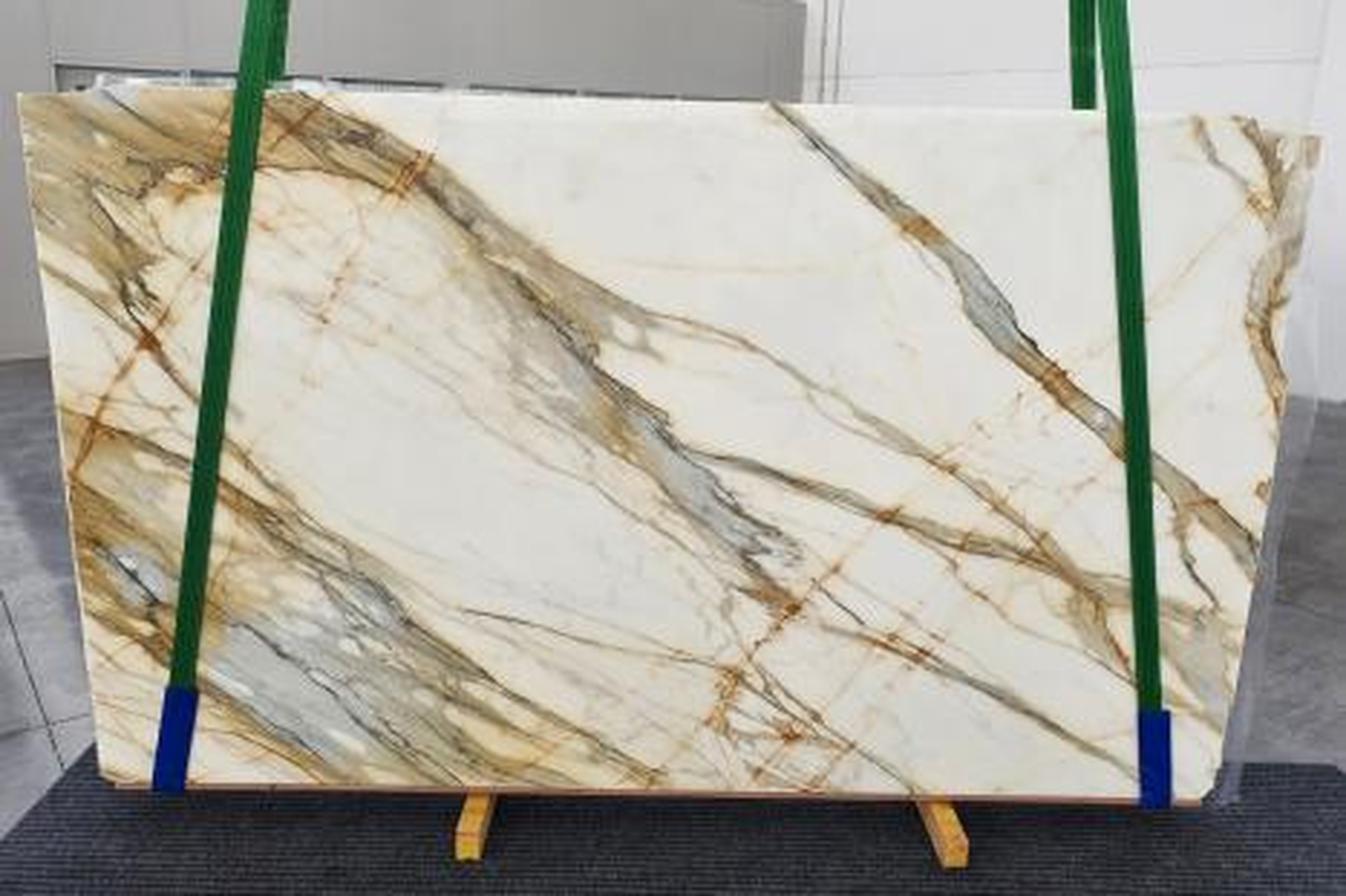 CALACATTA MACCHIAVECCHIA Suministro (Italia) de planchas pulidas en mármol natural 1272 , Slab #38