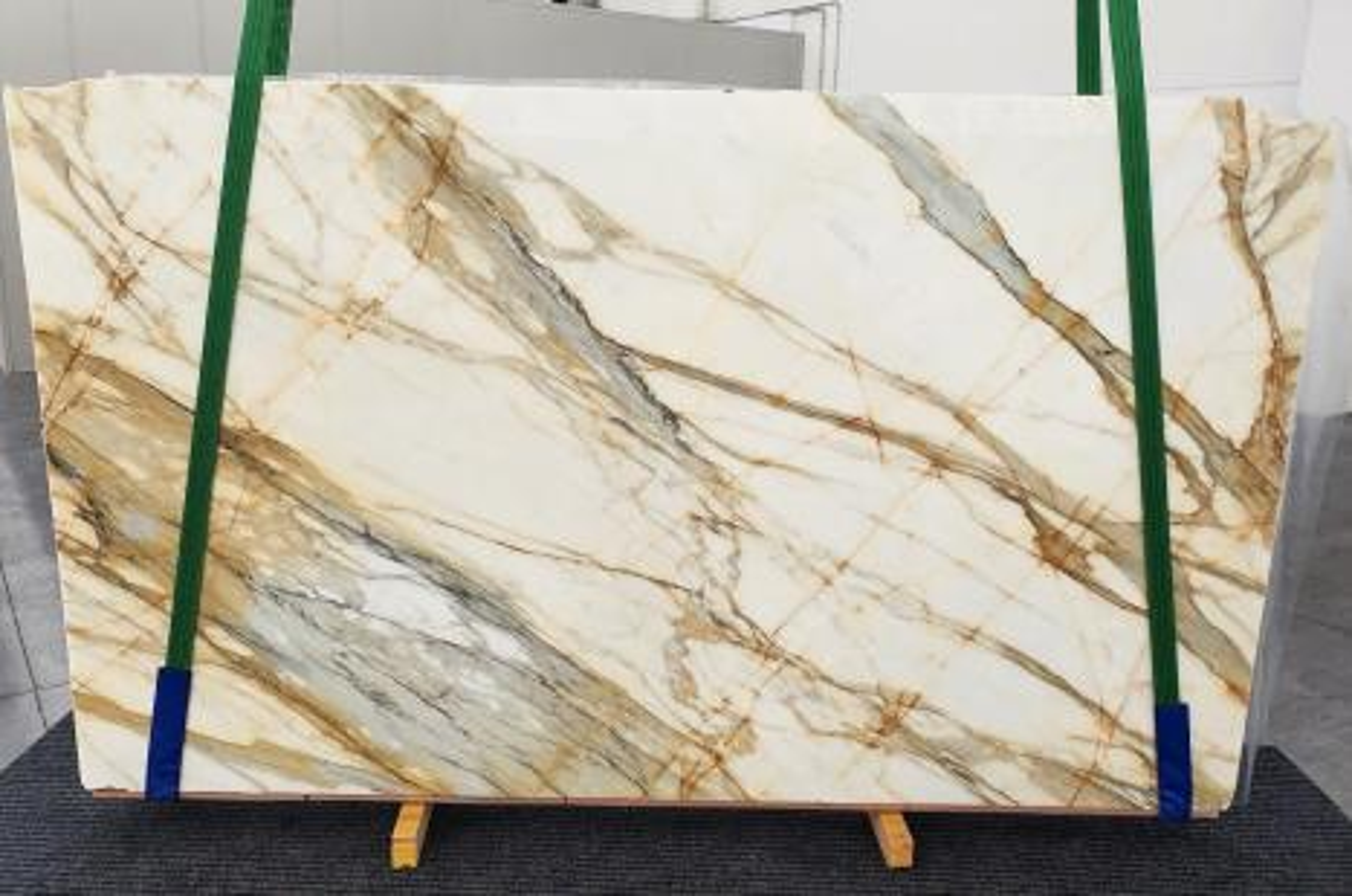 CALACATTA MACCHIAVECCHIA Suministro (Italia) de planchas pulidas en mármol natural 1272 , Slab #54