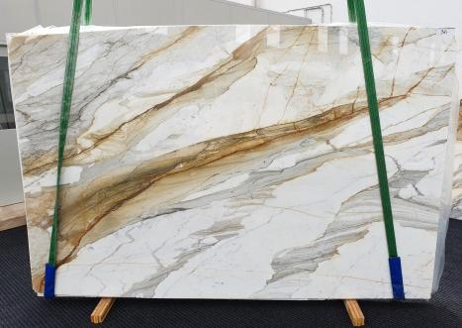 CALACATTA MACCHIAVECCHIA Suministro Veneto (Italia) de planchas pulidas en mármol natural 1354 , Slab #36