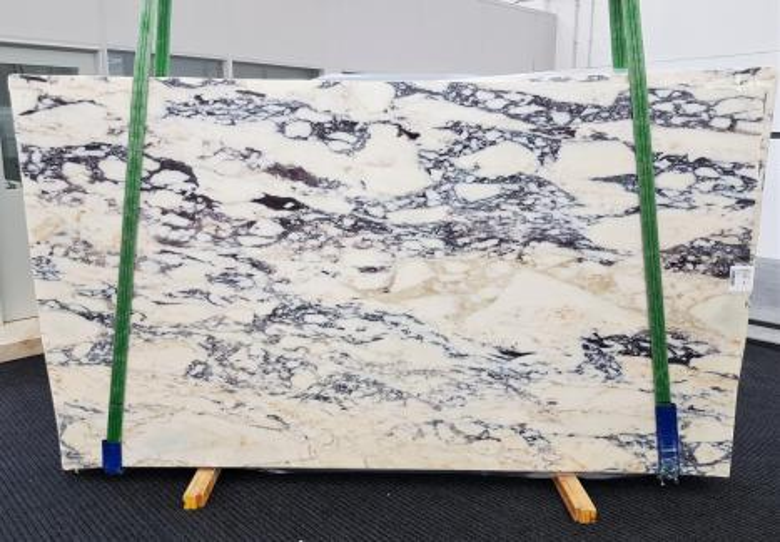 CALACATTA MONET Suministro Veneto (Italia) de planchas pulidas en mármol natural 1371 , Slab #51