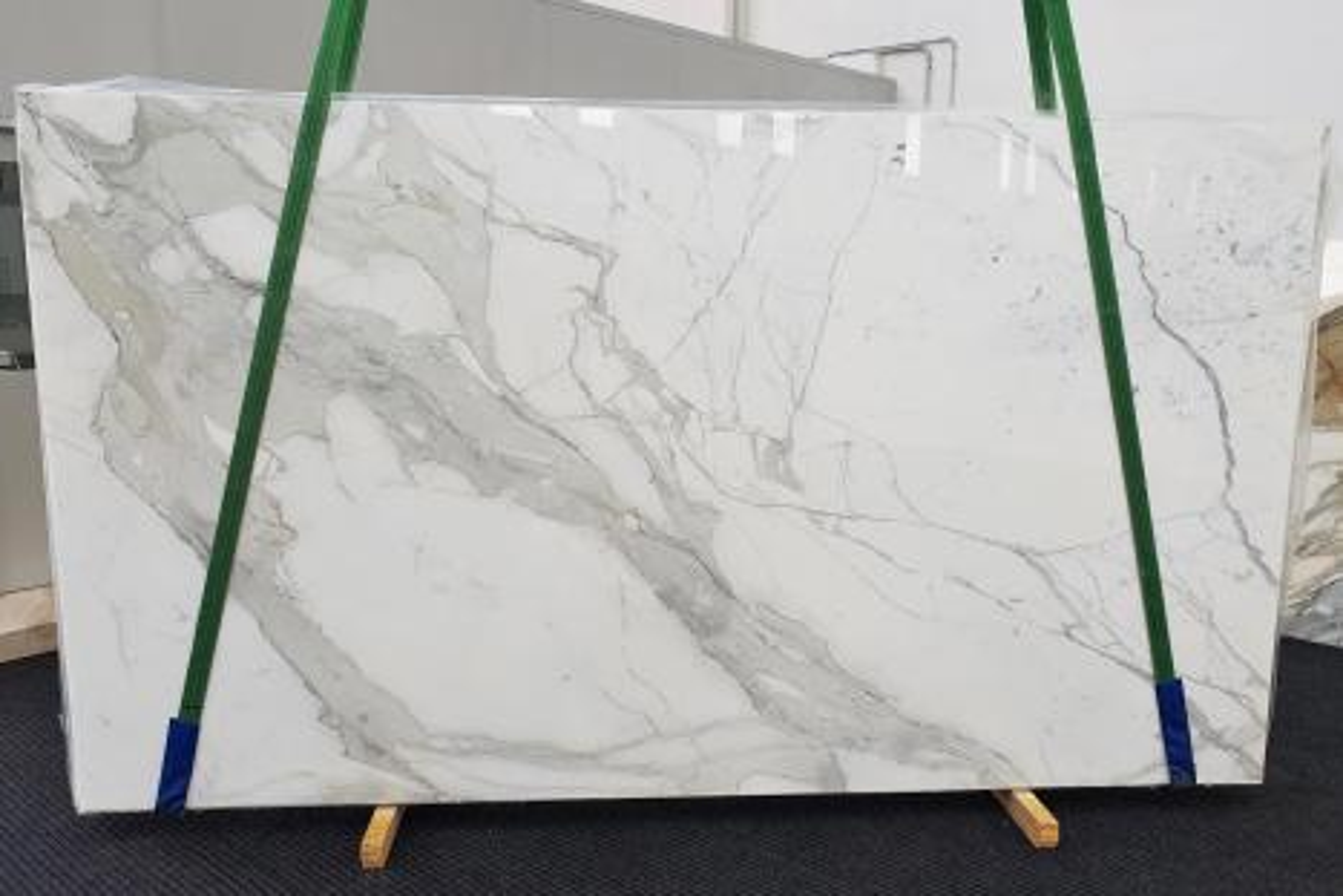 CALACATTA ORO EXTRA Suministro Veneto (Italia) de planchas pulidas en mármol natural 1366 , Slab #52