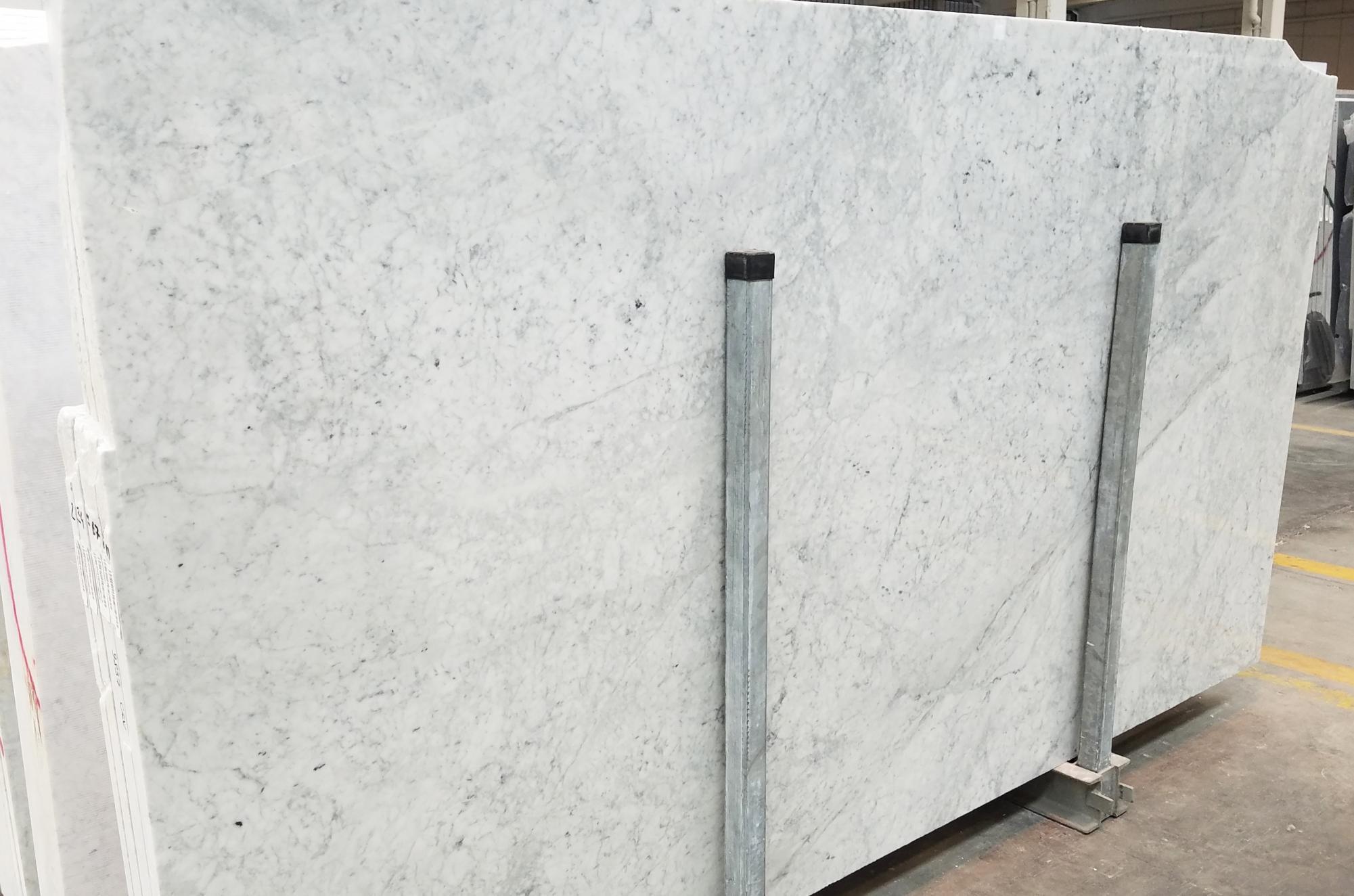 CARRARA Suministro Veneto (Italia) de planchas pulidas en mármol natural 1693M , SL3CM