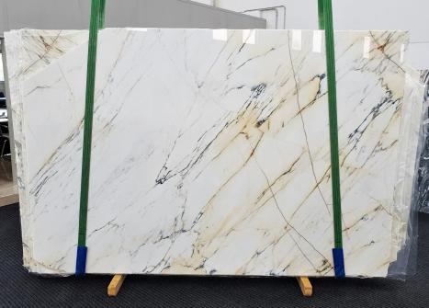 PAONAZZO Suministro Veneto (Italia) de planchas pulidas en mármol natural 1432 , Slab #40