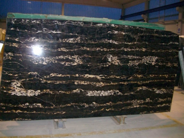 PORTORO EXTRA Suministro (Italia) de planchas pulidas en mármol natural SR-2010017