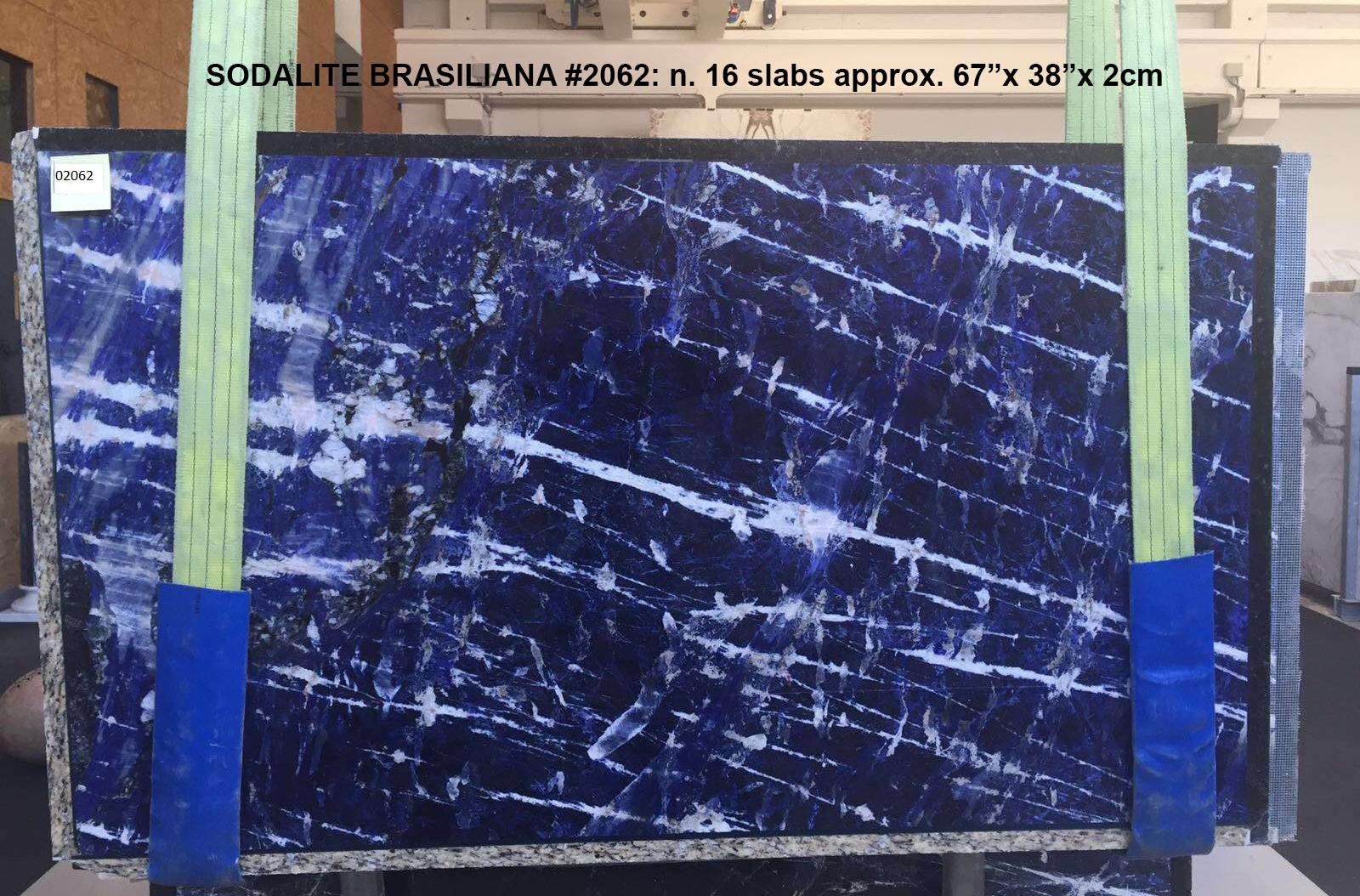 SODALITE Suministro Verona (Italia) de planchas pulidas en mármol natural AA 2062