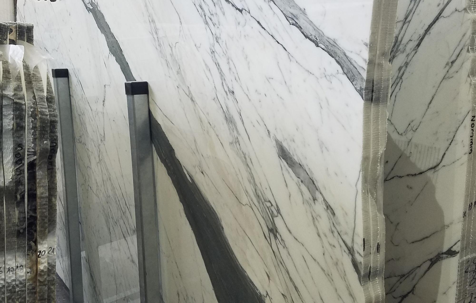 STATUARIO VENATO Suministro Veneto (Italia) de planchas pulidas en mármol natural Z0333 , Slab #01