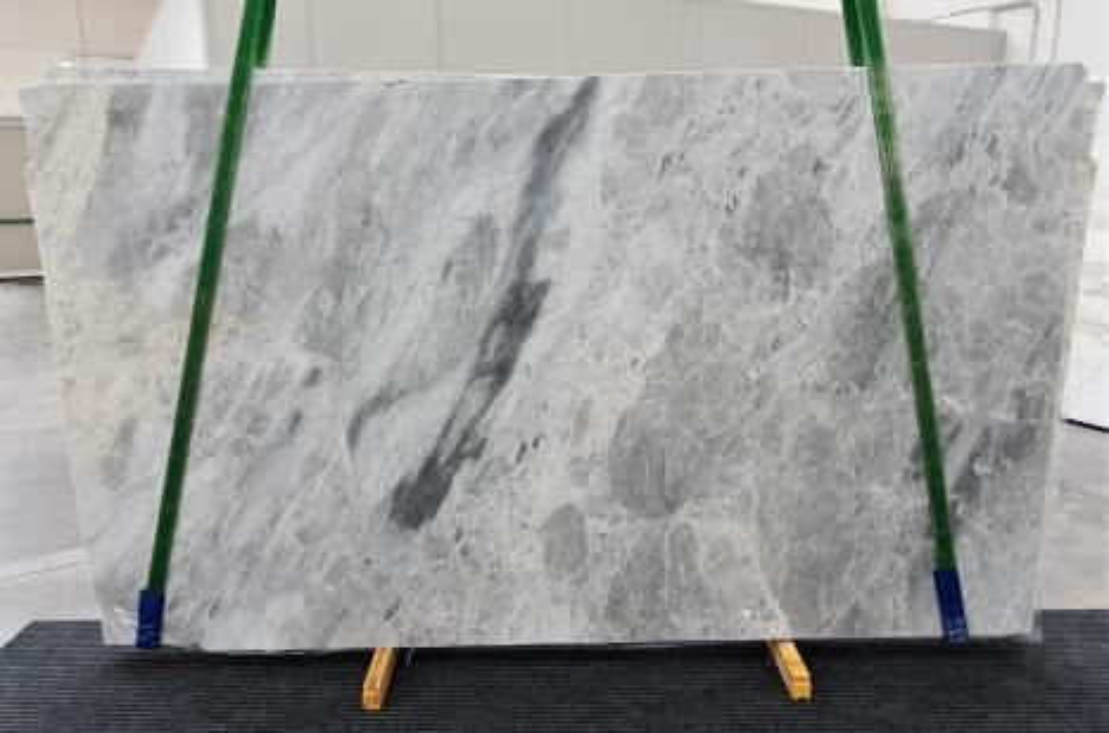 TRAMBISERA Suministro Veneto (Italia) de planchas pulidas en mármol natural 1293 , Slab #24