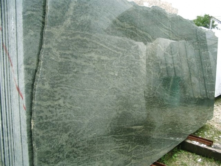 TROPICAL GREEN MARITAKA Suministro (Italia) de planchas pulidas en granito natural EDM25123