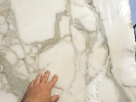 CALACATTA ORO EXTRA 1 bloque mármol italiano áspero Face A,  310 x 205 x 177 cm piedra natural (disponible en Veneto, Italia)