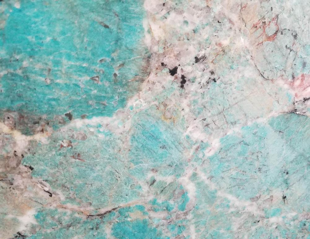 Detallo técnico: AMAZZONITE, piedra semi preciosa natural pulida brasileña
