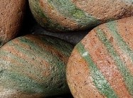 Detallo técnico: DESERTO VERDE, mármol natural tamboleado indiano